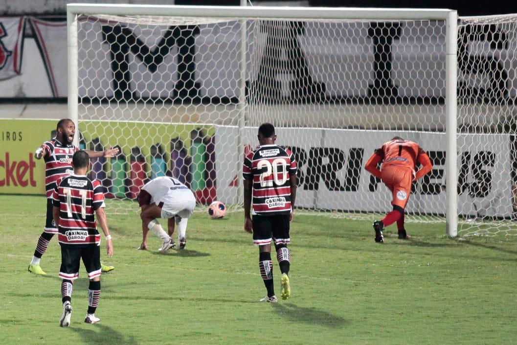 Santa Cruz deslancha no final e goleia o Vera Cruz no Arruda - Arnaldo Sete/DP Foto