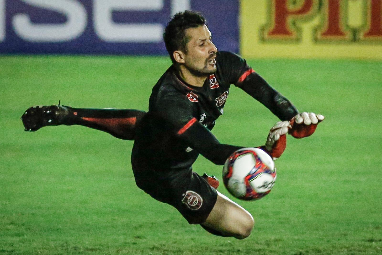 Com dois gols de Jean Carlos, Timbu se manteve como líder invicto - Paulo Paiva