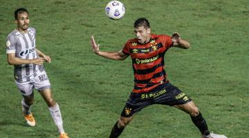 Chico se diz 'confortável' na lateral e cita apoio de Louzer - Foto: Anderson Stevens/Sport Club do Recife