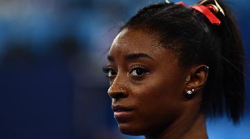 Simone Biles desiste de competição individual geral - Foto: Loic VENANCE / AFP