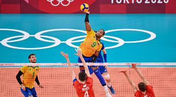 Brasil perde para comitê russo no vôlei masculino de quadra - Foto: ANGELA WEISS / AFP